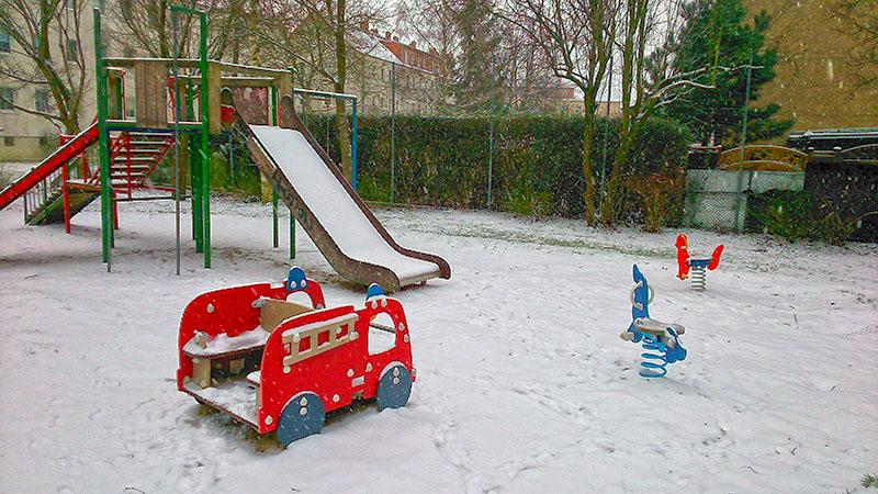 Spielplatz im Winter